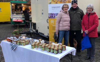 Aus der Region für die Region: Isselhorster Imkerinnen und Imker auf dem Wochenmarkt in Isselhorst
